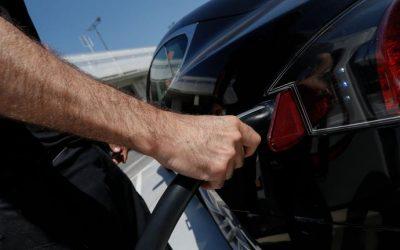 Los administradores de fincas denuncian que se promueva el coche eléctrico sin controlar la factura de la luz