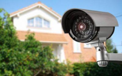 ¿Puedo instalar una cámara de videovigilancia en mi plaza de garaje de un bloque de vecinos?