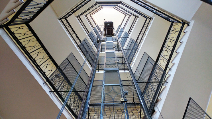 La factura de la luz de las comunidades de vecinos ha aumentado hasta un 10%, según el CAF de Madrid